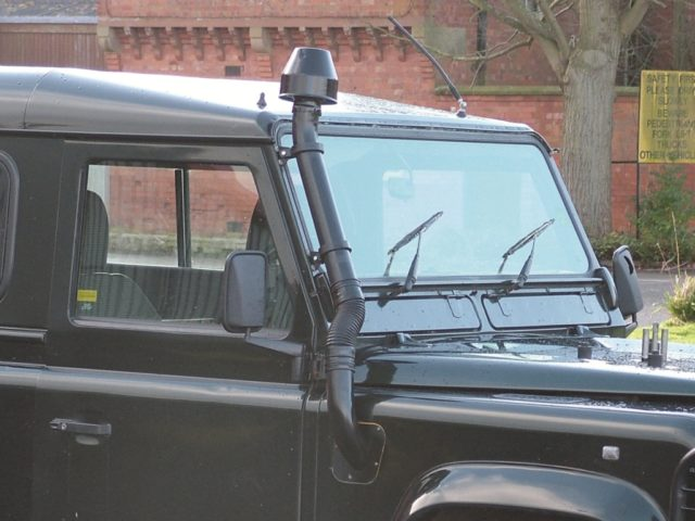 Raised Air Intake Turbo Diesel / 200 TDI DEFENDER