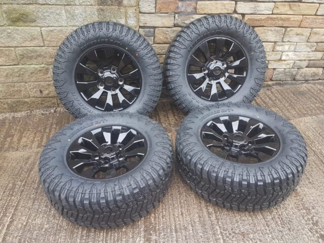 "LAND ROVER DEFENDER 18"" SAWTOOTH ALLOYS WITH 33X 12.5 R 18 RENEGADE RUGGED TRAIL - SET OF 4"