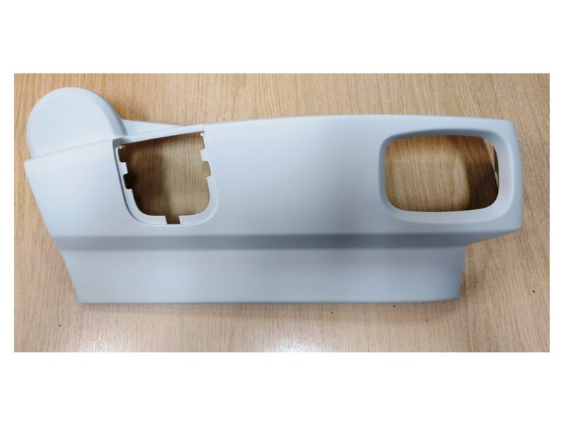 DISCOVERY 4 VALANCE - SEAT COVER IVORY FRONT RIGHT HAND - LR015068